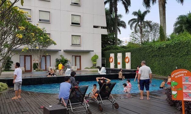 "Watch ""Kolam renang hotel Harris Sentul Bogor"" on YouTube"