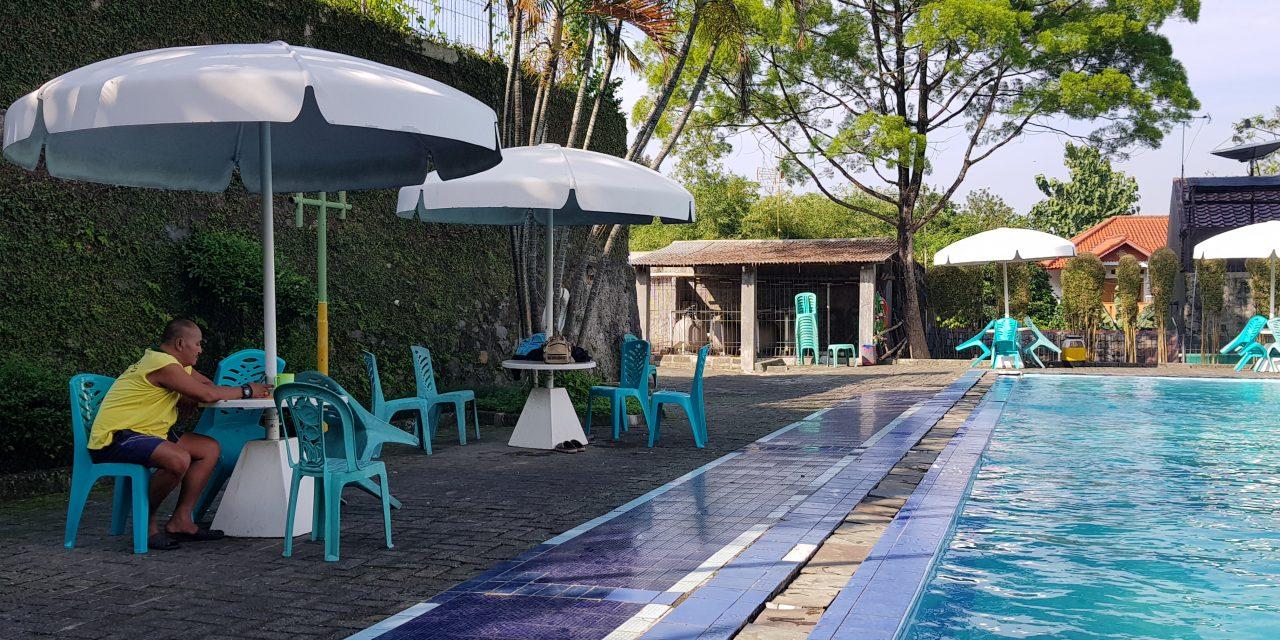 Les renang di kolam renang VIP Bogor