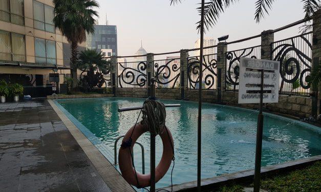 Hotel Wyndham Surabaya – kolam renang