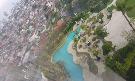 Kolam renang hotel JW Merriott Surabaya