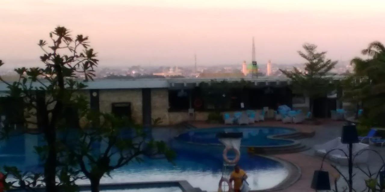 Kolam renang hotel Claro Makassar