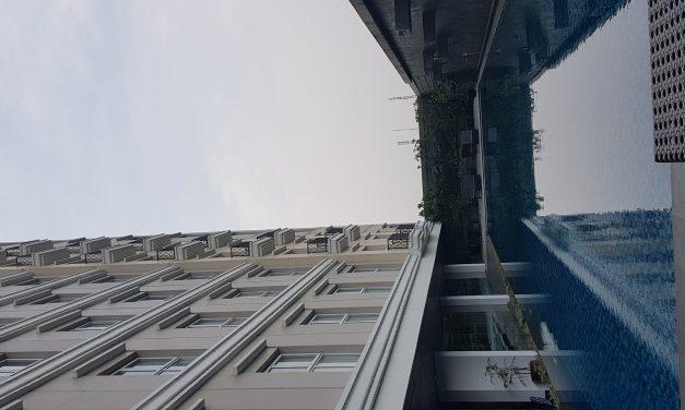 Kolam renang hotel Salak Tower
