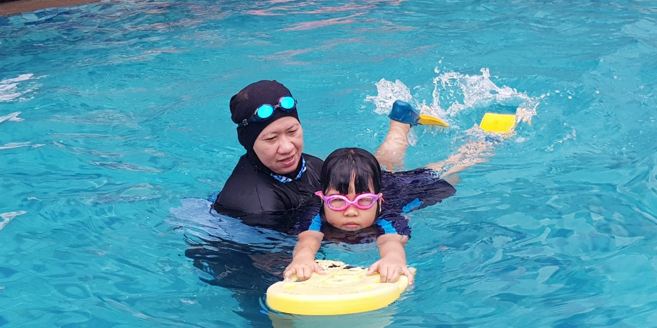 "Watch ""Ulpina belajar berenang"" on YouTube"
