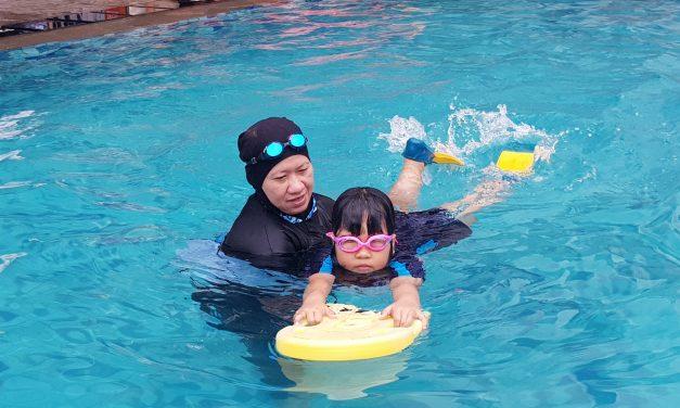 "Watch ""Ulpina belajar berenang"" on YouTube"