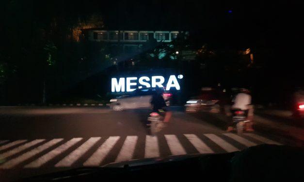 Kolam Renang di hotel Mesra Business Samarinda